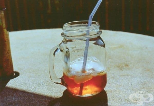 САЩ - Американците обичат черен чай с лимон и захар. По желание те могат да добавят сода за хляб, за да придадат по-мека текстура.
