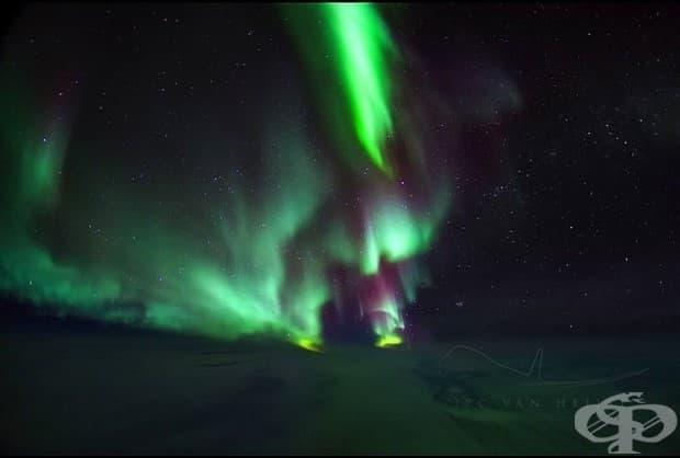 Северният полюс. Северното сияние над Северния полюс.