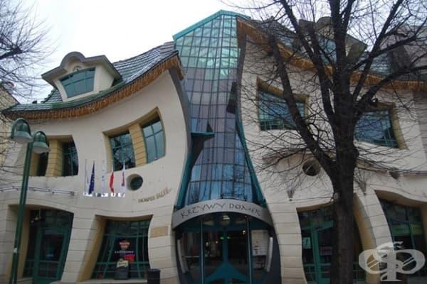 Изкривената къща, Сопот, Полша