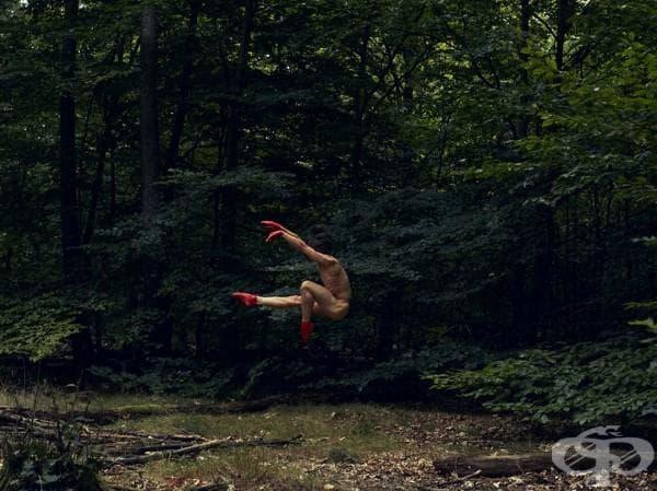 Този шведски фотограф улавя страхотни снимки на танцьори в природата