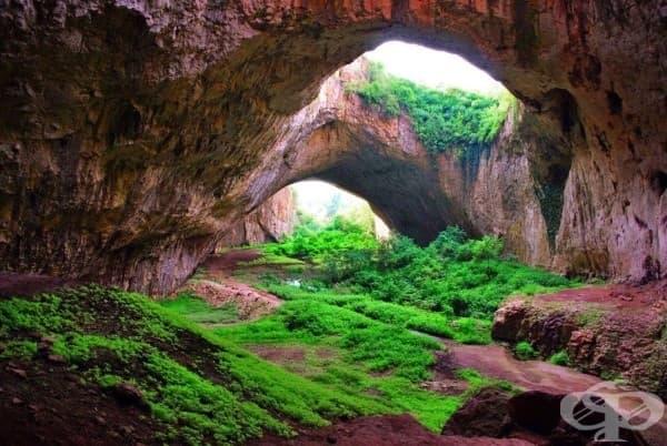 Деветашката пещера, България