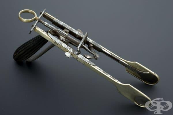 """Двойна тонзиларна гилотина """"MacKenzie"""", популярна след 1869 година"""