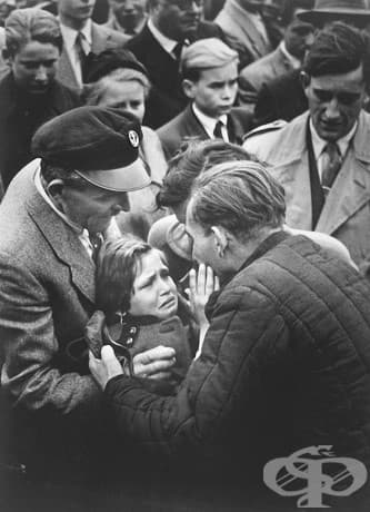 Момиче се събира отново с баща си, след излизането му от затвора по време на Първата световна война. Последният път, когато го вижда, тя е на 1-годишна възраст.