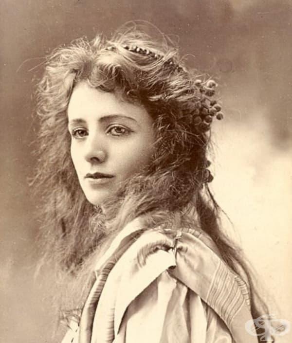 Американска актриса, която става световноизвестна с роля в Питър Пен в продукцията на Бродуей.
