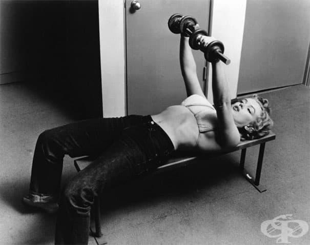 26-годишната Мерилин Монро тренира, 1952 г.