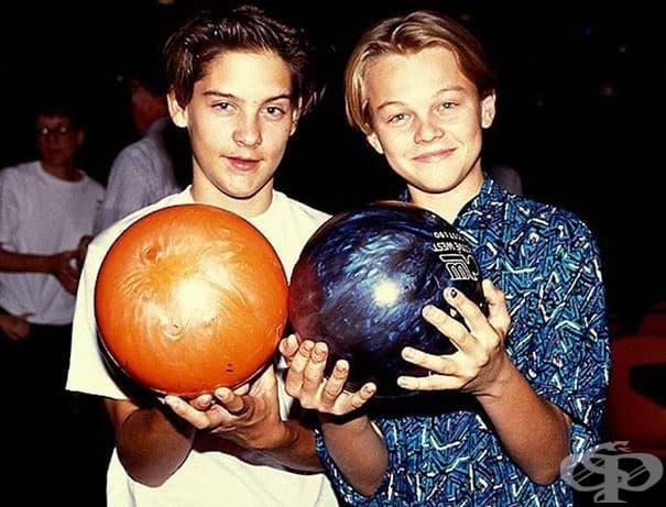 Тоби Магуайър и Леонардо Ди Каприо се запознават на едно прослушване като малки момчета. Най-добри приятели от 90-те години.