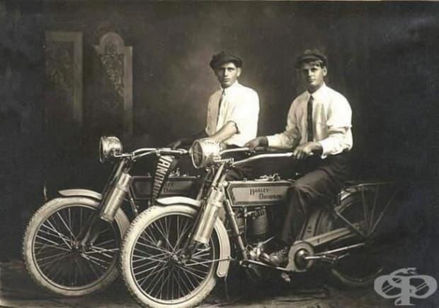 Уилям Харли и Артър Дейвидсън, основателите на компанията Harley Davidson