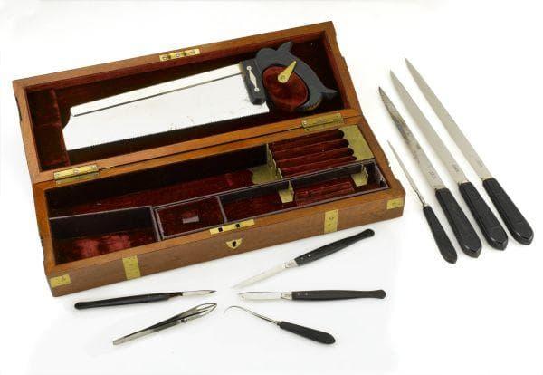 Старинен комплект за извършване на ампутация от 1831г.