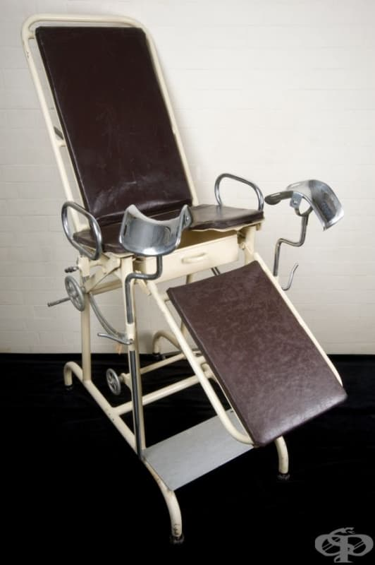 Старинен гинекологичен стол от 1945 година