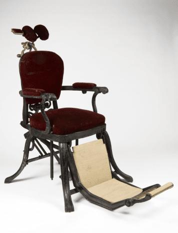 Зъболекарски стол, ползван в периода 1880г.-1910г.