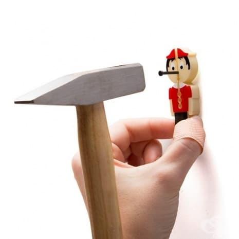 Пинокио, който да предпазва пръстите ви, когато работите с чук