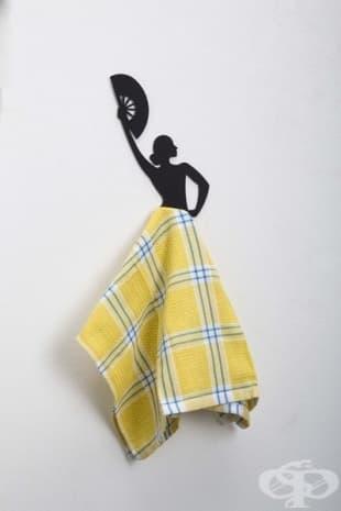 Закачалка, която превръща всяка кухненска кърпа в танцьорка