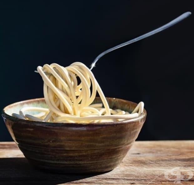Те се наслаждават на гледката на замразени спагети.