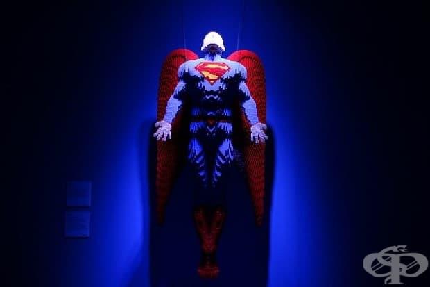 25 скулптури на Ди Си комикс герои, пресъздадени чрез милиони LEGO парчета!