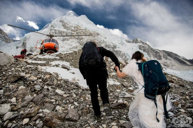Двойка се омъжва на връх Еверест след 3-седмичен преход