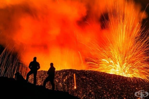 Изригващият вулкана Piton de la Fournaise на френския остров Реюнион, Индийски океан