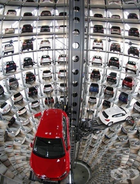 Високотехнологичен паркинг. Завода на Volkswagen, Волфсбург