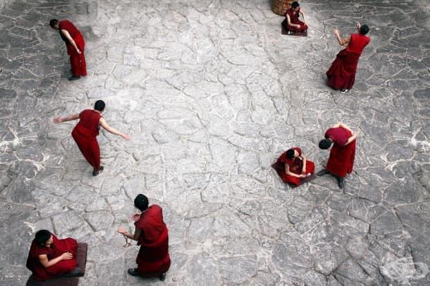 Монасите в храма Джокан в Лхаса, Тибет