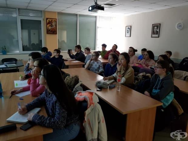 Учениците по време на презентацията