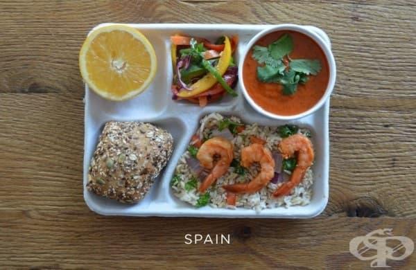 Испания: скариди, кафяв ориз, гаспачо, пресни чушки, хляб, портокал.