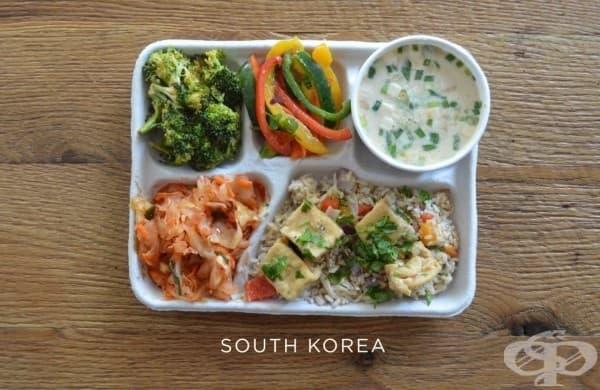 Южна Корея: рибена супа, тофу върху ориз, кимчи, пресни зеленчуци.