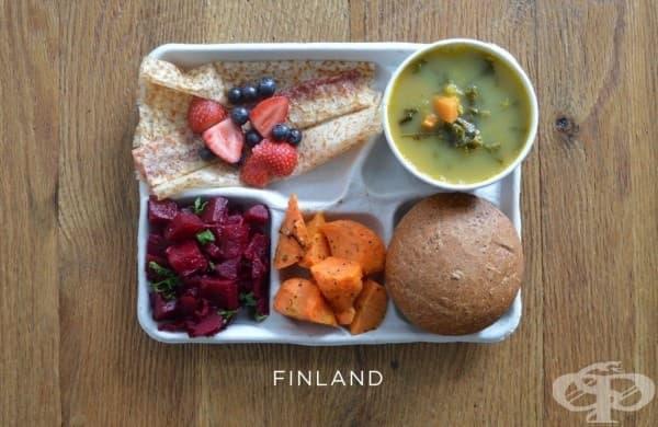Финландия: супа от грах, цвекло, морковена салата, палачинка, пресни плодове.