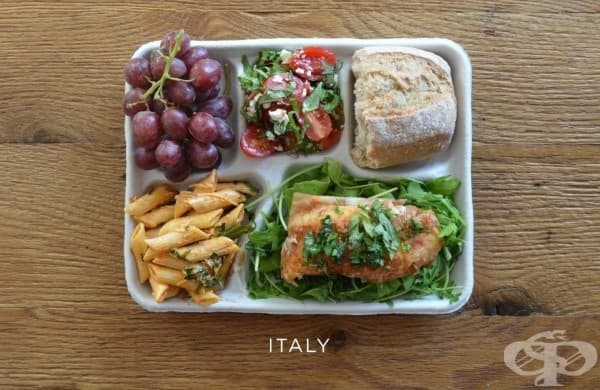 Италия: риба върху рукула, макарони с доматен сос, салата капрезе, багета, грозде.