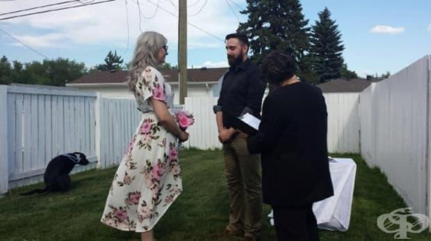 """""""Съпругът ми и аз сключихме брак това лято в задния двор и това е любимата ми снимка от този ден."""""""