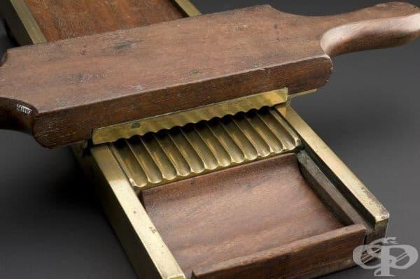 Уред за рязане и оформяне на таблетки от втората половина на 19 век