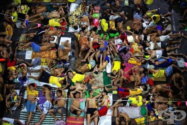 Кървавата война на филипинския президент Дутерте с наркотиците присъстваше в заглавията през цялата година. От идването си на власт Дутерте е оправдан за убийството на повече от 5500 души, заподозрени в приемате или продажба на незаконни наркотици. Тези,
