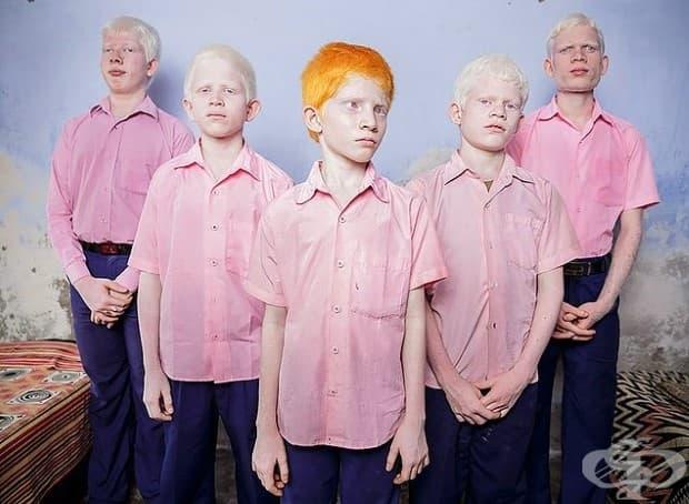 Слепи ученици албиноси в общежитието, изпълнявайки мисията Вивекананда в Индия