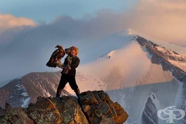 13-годишен ловец на орли в Монголия.
