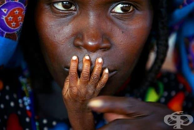 Недохранени майка и дете в центъра за аварийно хранене в Тахоуа, Нигер.
