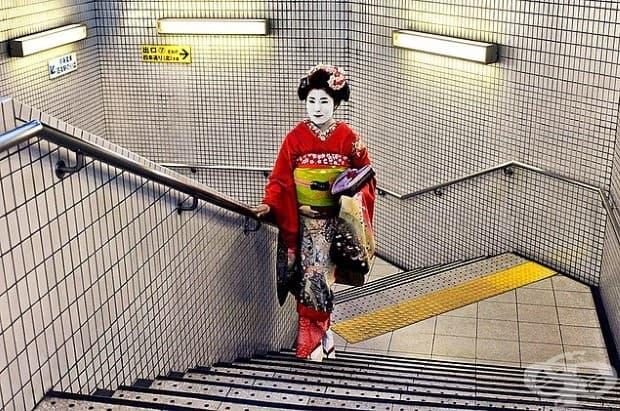 Гейша в метрото.