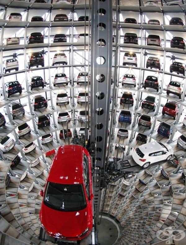 "Високотехнологичен паркинг, фабрика ""Фолксваген"", Волфсбург."