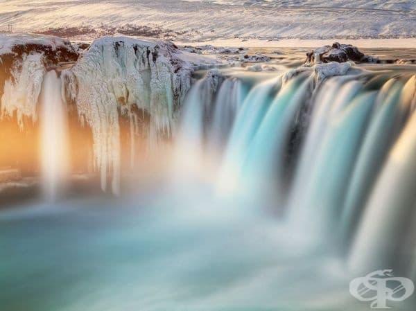 Водопад в Исландия.