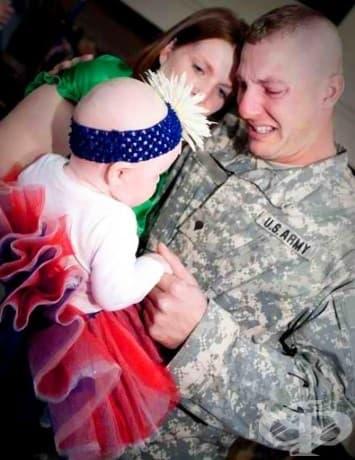 Този войник среща дъщеря си за първи път