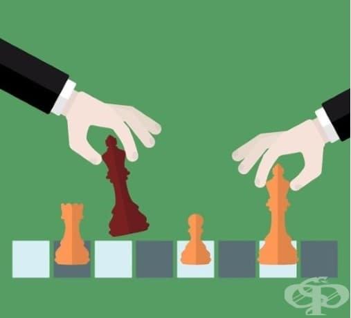 1. Играчи на шах: Двама души играят шах. Резултатите от последните пет партии показват, че всеки от играчите е успял да спечели три победи. Как е възможно?