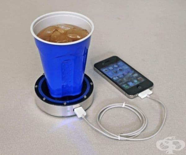 Зарядно за телефон, захранвано от напитка.