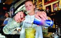 Комбинирането на енергийни напитки и алкохол може да предизвика инциденти