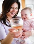 Употребата на алкохол в периода на кърмене причинява когнитивни проблеми на детето