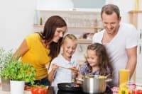 Големите количества сол в храната могат да забавят пубертета