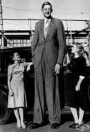 Новооткрити кадри на най-високия човек на света