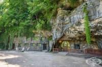Невероятен дом, скрит в пещера. Вътрешността се оказва по-интригуваща от външността