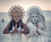 Най-сюрреалистичната сватба на годината се проведе по време на фестивала Burning Man 2018
