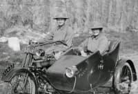 Две жени на мотори: медицински сестри, които спасяват войници по време на Първата световна война