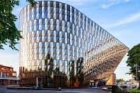 Каролинска институтет - една от най-елитните школи по медицина в света
