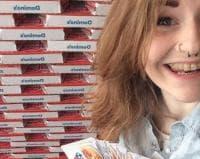 """Момиче печели безплатна пица за година и се провъзгласява за """"Кралицата на пиците"""""""