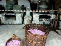 """Етнографски комплекс """"Дамасцена"""" ни посреща с ухание на розово масло"""