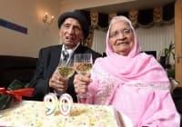Най-възрастната двойка в света празнува своята 90-та годишнина от сватбата
